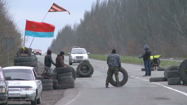 pkg walsh ukraine gunmen storm building _00005318.jpg