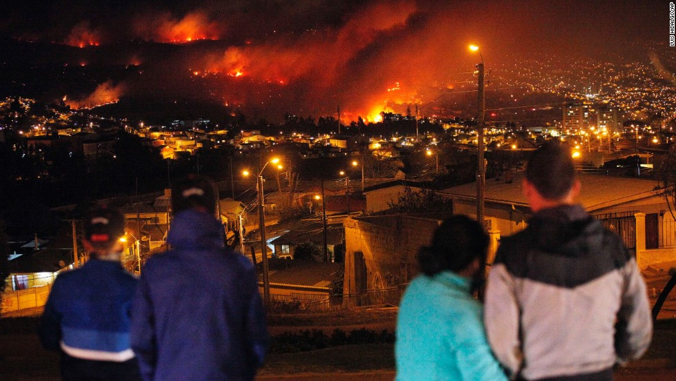 People watch as the fire rages through urban areas in Valparaiso on April 13.