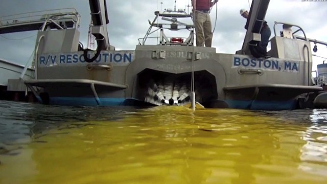 New sonar device seeks plane underwater