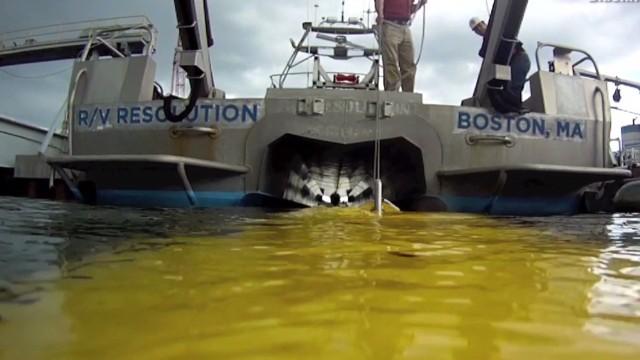 New sonar device seeks plane underwater