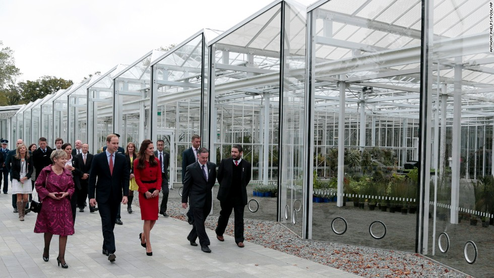 The royal couple tours the Christchurch Botanic Gardens with Mayor Lianne Dalziel.