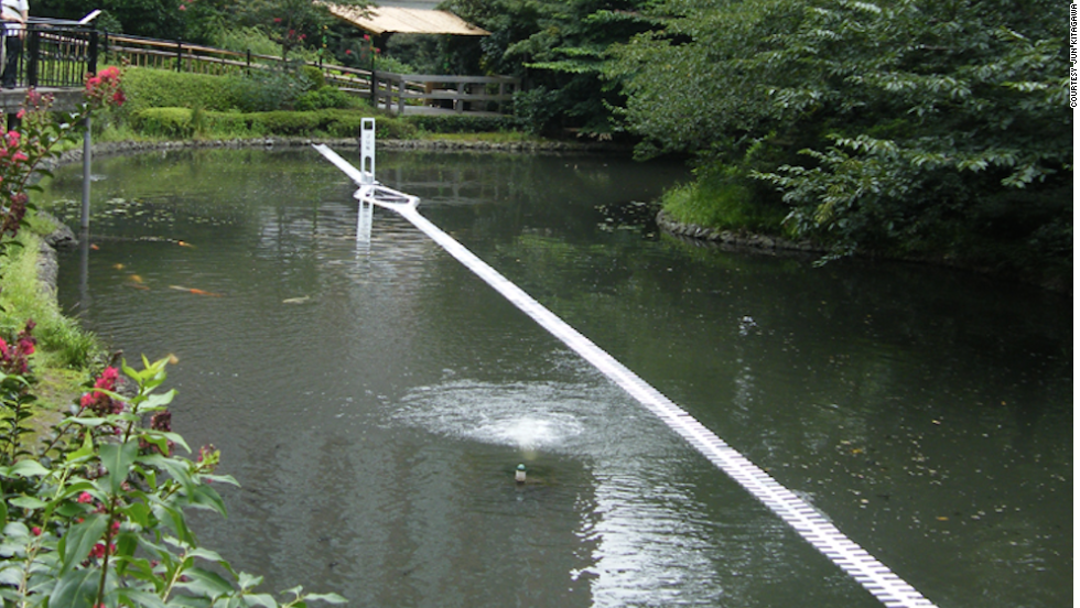 Kitagawa built this temporary 3D installation in a pond at Tokyo's Chinzansou Hotel. The opening of the zipper holds a mirror reflecting back at the sky. The installation is no longer on display.