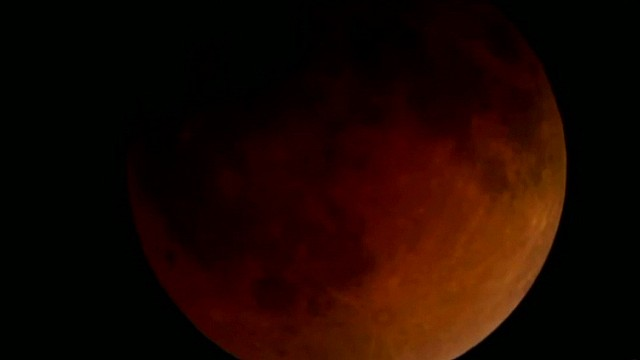 Lunar eclipse in a minute