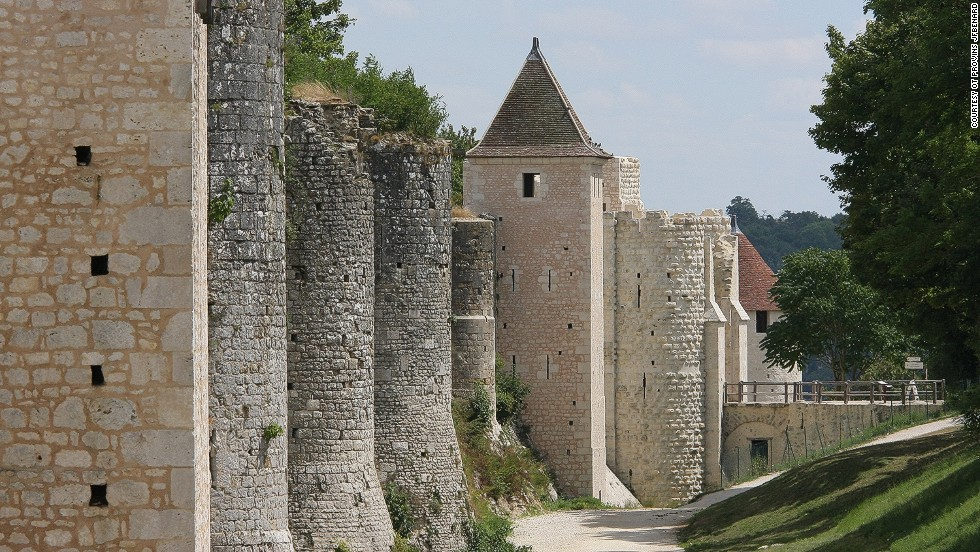 This traditional French affair takes place in the historic town of Provins, in the shadow of its spectacular castle.