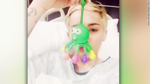 Miley Cyrus tweets pic from hospital bed