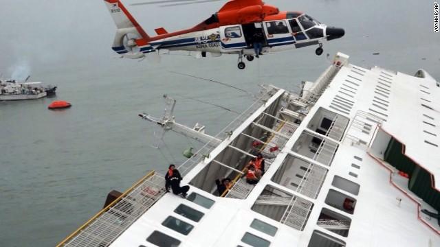 Ferry survivors told to 'stay still'