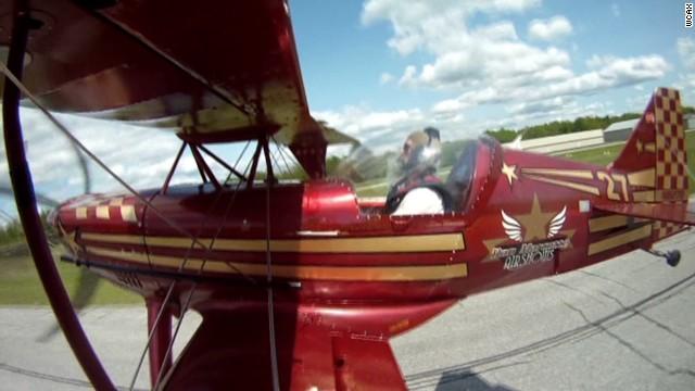 dnt pilot parachutes to safety_00004408.jpg