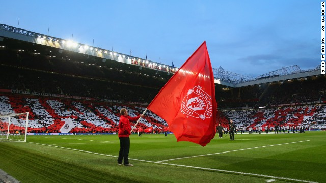 MANCHESTER, ENGLAND - APRIL 01: Manchester United show their colours during the UEFA Champions League Quarter Final first leg match between Manchester United and FC Bayern Muenchen at Old Trafford on April 1, 2014 in Manchester, England. (Photo by Alex Livesey/Getty Images)
