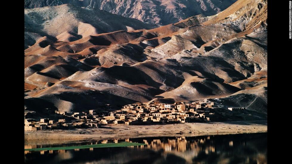 A village between Sarobi and Kabul, 1992.
