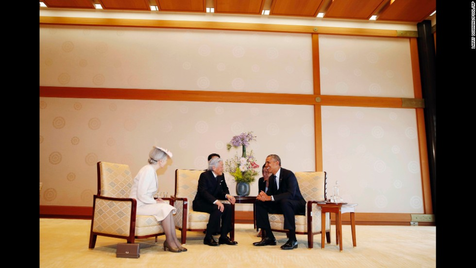 Obama meets with Japanese Emperor Akihito and Empress Michiko at the Imperial Palace.
