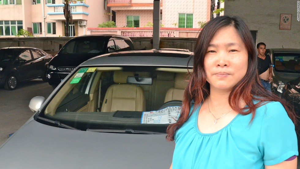 Li Tian You has been selling cars at the Dongguan Used Cars Trading Center, for more than 10 years. She knows every trick in the book.