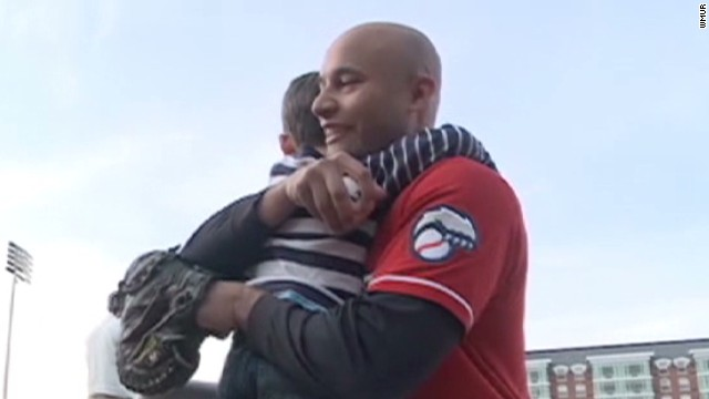 vonat soldier surprises family at baseball game _00011328.jpg