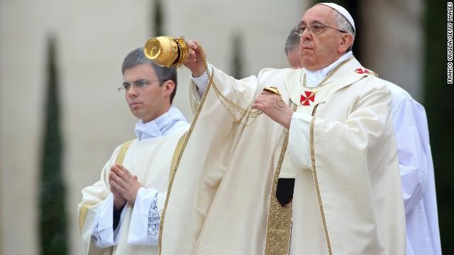 John XXIII and John Paul II canonized