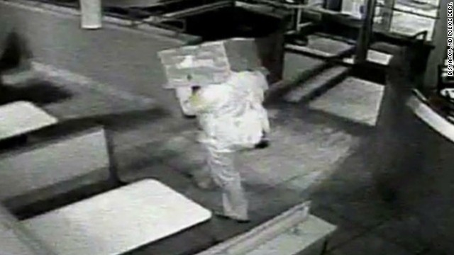 now vo burglar wears box on head_00001806.jpg