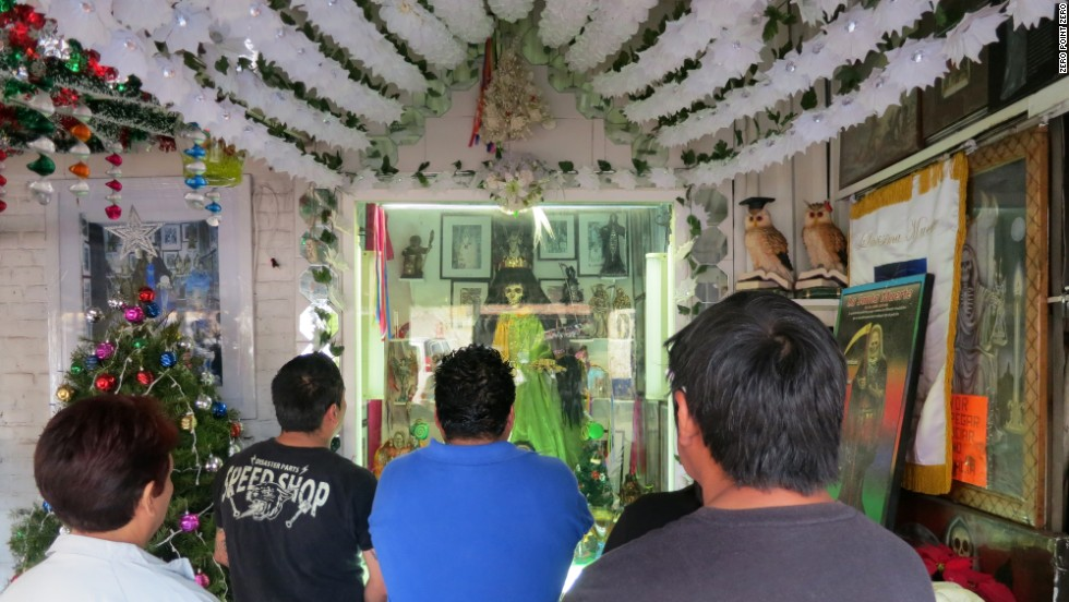 In drug-ridden Tepito, Bourdain finds a community that has turned to a new savior: Santa Muerte, or the saint of death. Though not recognized by the Catholic Church, the folk saint is a favorite among criminals and the country's drug traffickers.