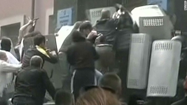 Protesters overrun Ukrainian riot police