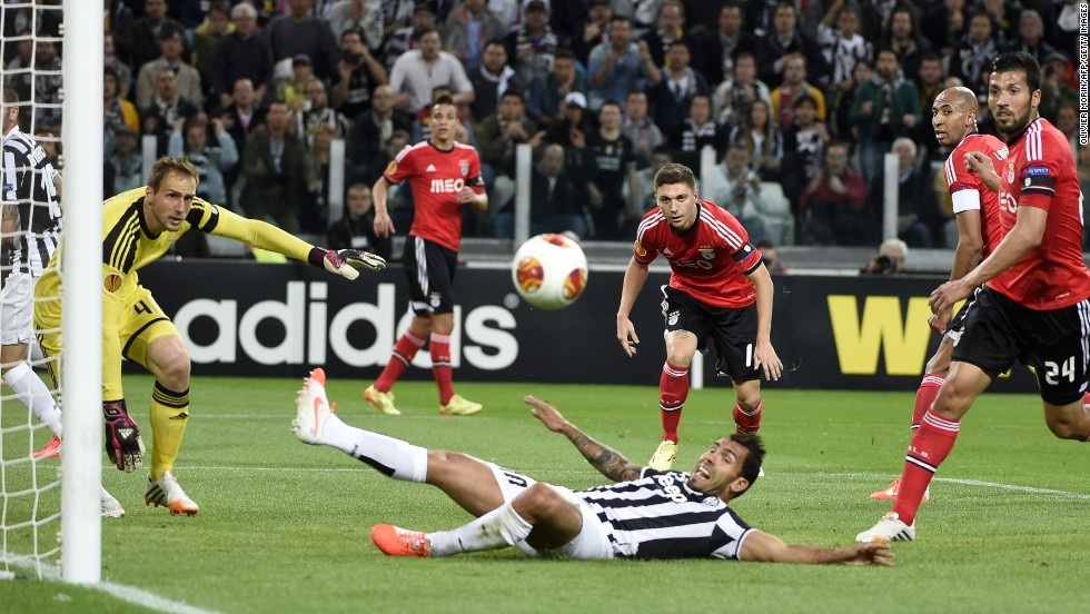 Carlos Tevez narrowly fails to connect with a right-wing cross as Benfica breathe a sigh of relief.