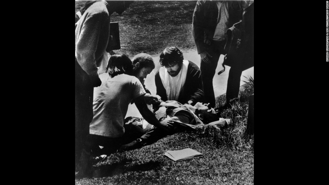 Kent State students gather around a wounded student.
