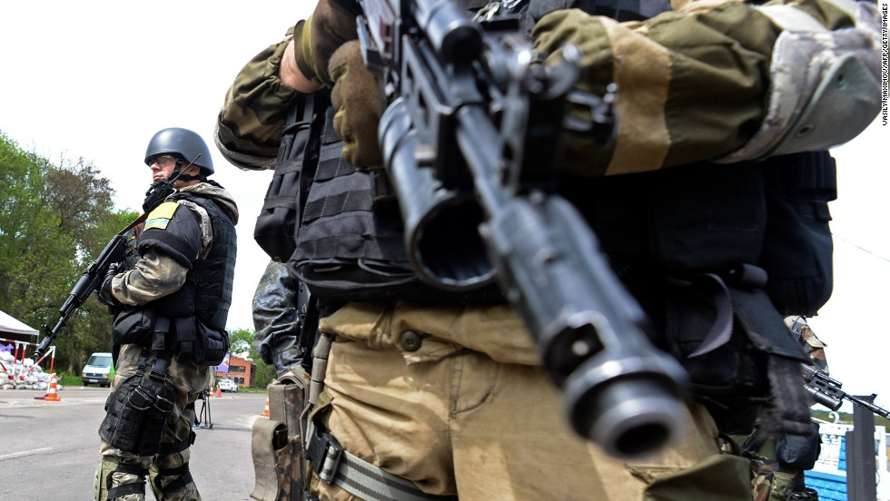 Ukrainian soldiers stand at a checkpoint near Slovyansk on May 5.