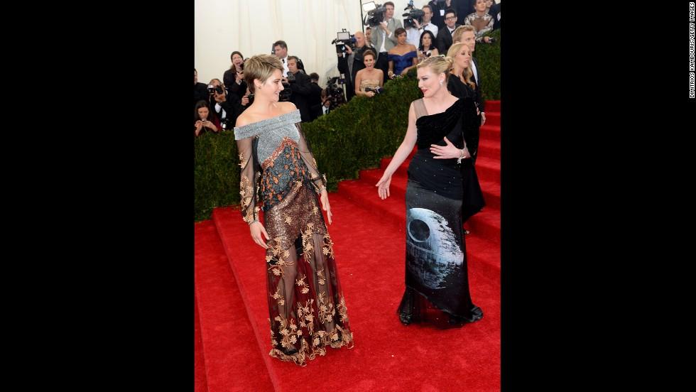 Shailene Woodley and Kirsten Dunst