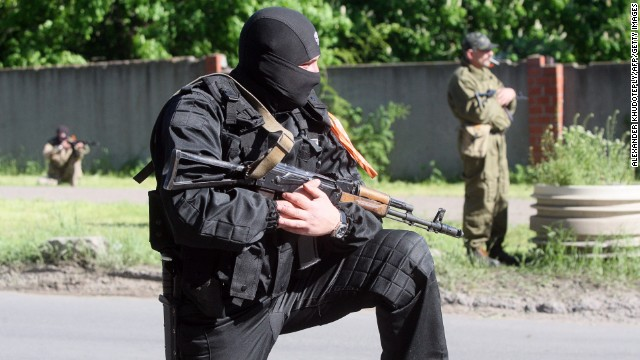 Armed pro-Russian militants take position in eastern Ukrainian city of Donetsk on May 6, 2014.