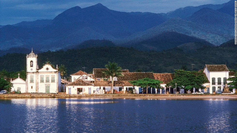 Famous for its colorful and splendidly preserved colonial architecture, the town of Paraty is a flashback to 17th-century Brazil.