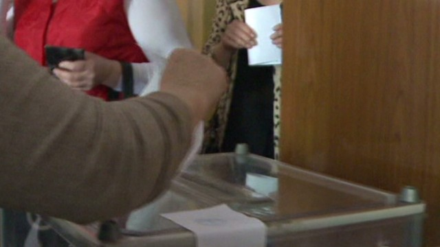 Some Ukraine voters seen voting twice