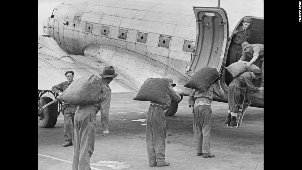 Sacks of coal are loaded onto an aircraft at the Fassberg Air Base for transport to Berlin.