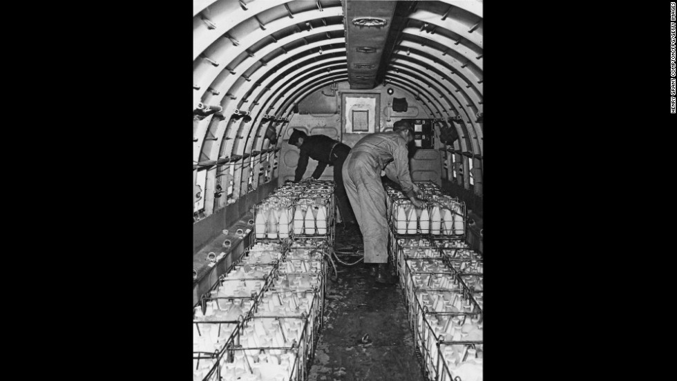 The crew of a Douglas C-47 Skytrain loads a cargo of milk in Frankfurt Rhine-Main.