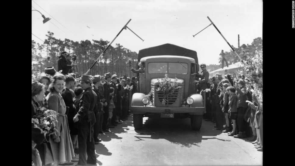 The first road convoy arrives in Berlin after the blockade is lifted and the airlift ends.