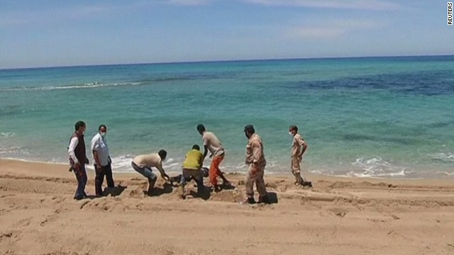Boat carrying migrants sinks off Libya