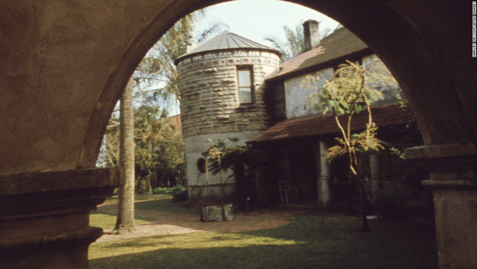 If this isn't old enough for you, you're out of luck. Founded in 1565, St. Augustine is the oldest permanent European settlement in the United States. This is the view through St. Augustine House, its oldest residence.
