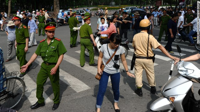 China evacuates thousands from Vietnam