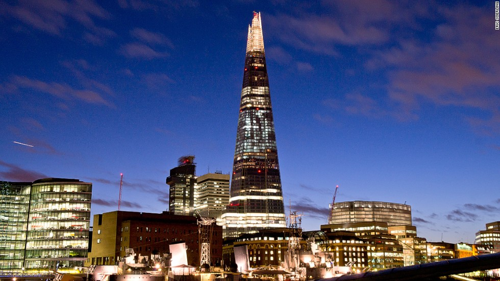 The Shard's design features angled-glass facade panels that result in changing reflected light patterns. Its facade is double-skinned and ventilated, reducing solar gain while maximizing light intake. The winter gardens, which the skyscraper provides instead of expensive corner offices, benefit from the building's natural ventilation system.<strong>Architects: </strong>Renzo Piano Building Workshop, Adamson Associates International