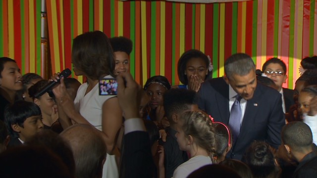 vo white house kid pulls obama ear_00001127.jpg