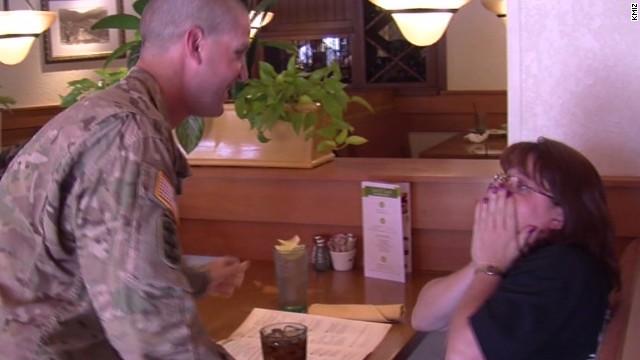 pkg soldier surprise kmiz waiter_00003128.jpg