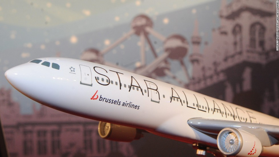 1997: The first of the Big Three airline alliances was founded. Star Alliance began with five airlines: Lufthansa, Scandinavian Airlines, Thai Airways, Air Canada and United Airlines.  Other alliances, Oneworld and SkyTeam, soon followed.