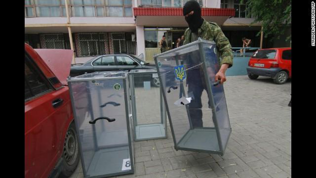 Ukraine separatists burn ballots