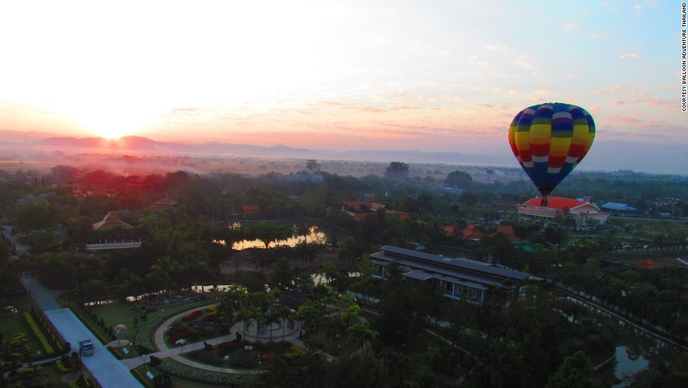Weather permitting, Balloon Adventure Thailand offers twice-daily hot air balloon flights over the city of Chiang Mai. Rides last about 90 minutes.