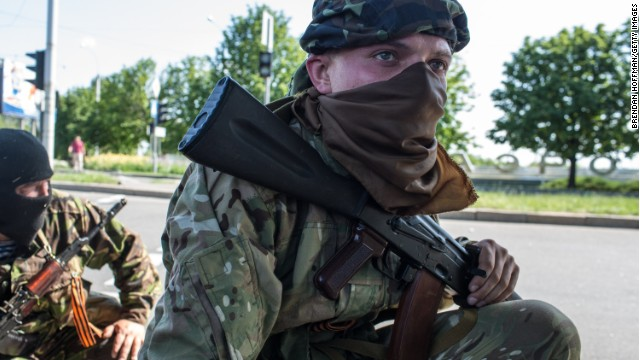Overnight fighting closes Donetsk airport