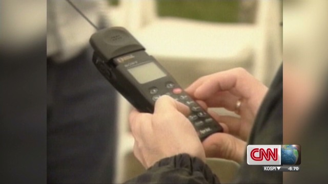 cnni.pkg.foster.old.cellphones.fashion_00010316.jpg