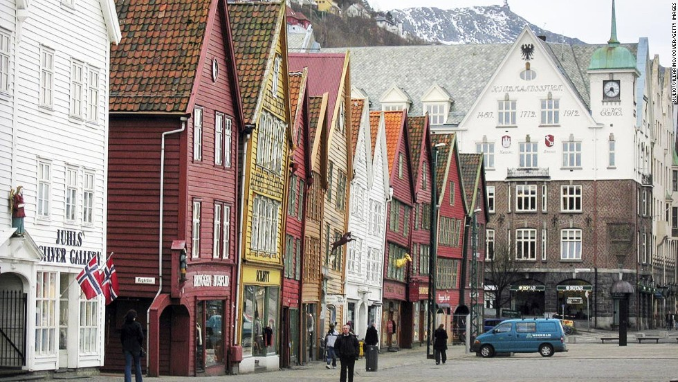 Surrounded by mountains and the gateway to the Norwegian fjords, this pretty city on Norway's west coast is the ideal destination for cruise fans and nature lovers.