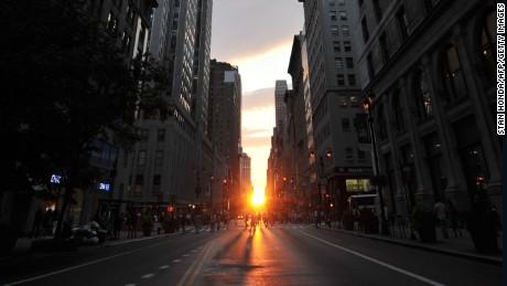 'Manhattanhenge' shines on Memorial Day weekend