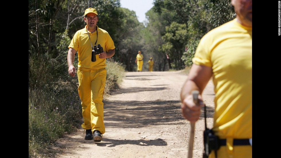 Portuguese rangers search for Madeleine in Praia de Luz in May 2007.