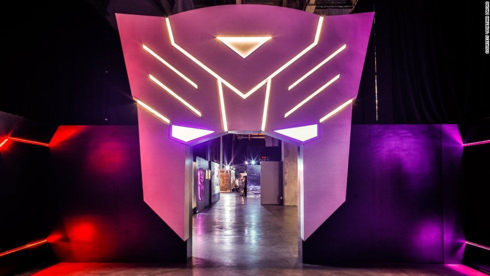 Located at the Venetian Macao, the Expo was divided into 10 zones and screening areas. It featured more than a thousand toys and collectibles showing the Transformers' evolution over the past three decades.