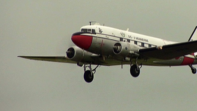 cnni.glass.pkg.dday.dakota.planes_00034405.jpg