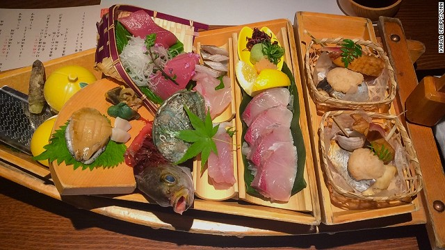 Kaiysu Hotel food: A boatload of sashimi.