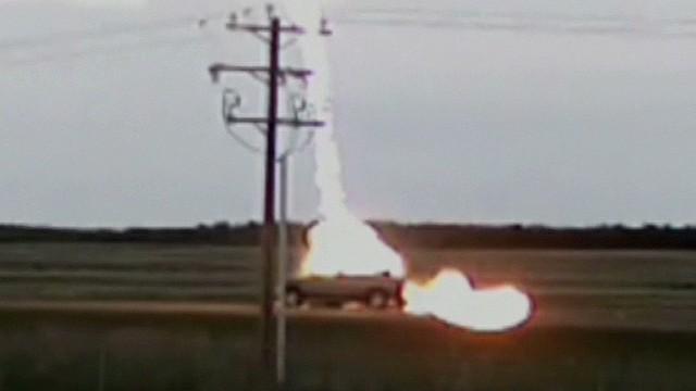 pkg lightning strikes moving car_00005918.jpg