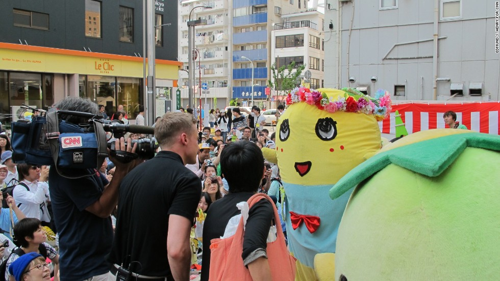 Funassyi makes his international television debut during an interview with CNN Tokyo correspondent Will Ripley.  The mascot creator keeps his identity a secret and never appears out of character.  He rarely grants interviews due to an exhaustive schedule of appearances.