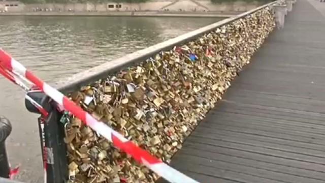 pkg sesay france locks of love bridge_00003109.jpg
